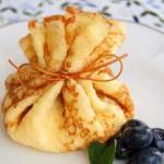 巾着包みクレープ&クロッカン クロッカンはアーモンドを入れたカりカリお菓子