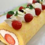 4月・苺のロールケーキ ふわふわスポンジと苺・生クリームで見た目も美味しく