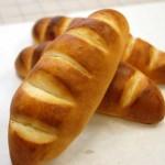 2月・パン・ヴィエノワ このパン意外と成型が難しい。色々挟んで召し上がれ