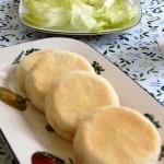 2月・イングリッシュマフィン シンプルな食事パン。何を挟んでもおいしいね。