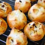 4月・レーズンバンズ 小さな可愛いパン、レーズンバンズを作りましょう。