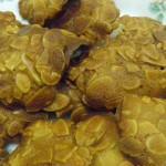 アーモンドチュイル アーモンドスライスをたっぷりと入れたパリパリ美味しいクッキーです